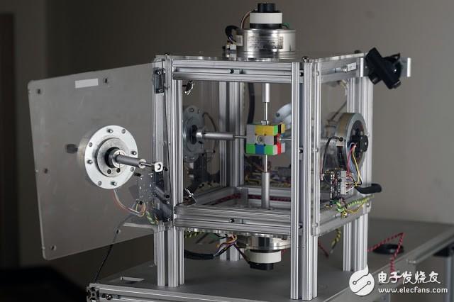 MIT学生研发的机器人仅用0.38秒就解开三阶魔方
