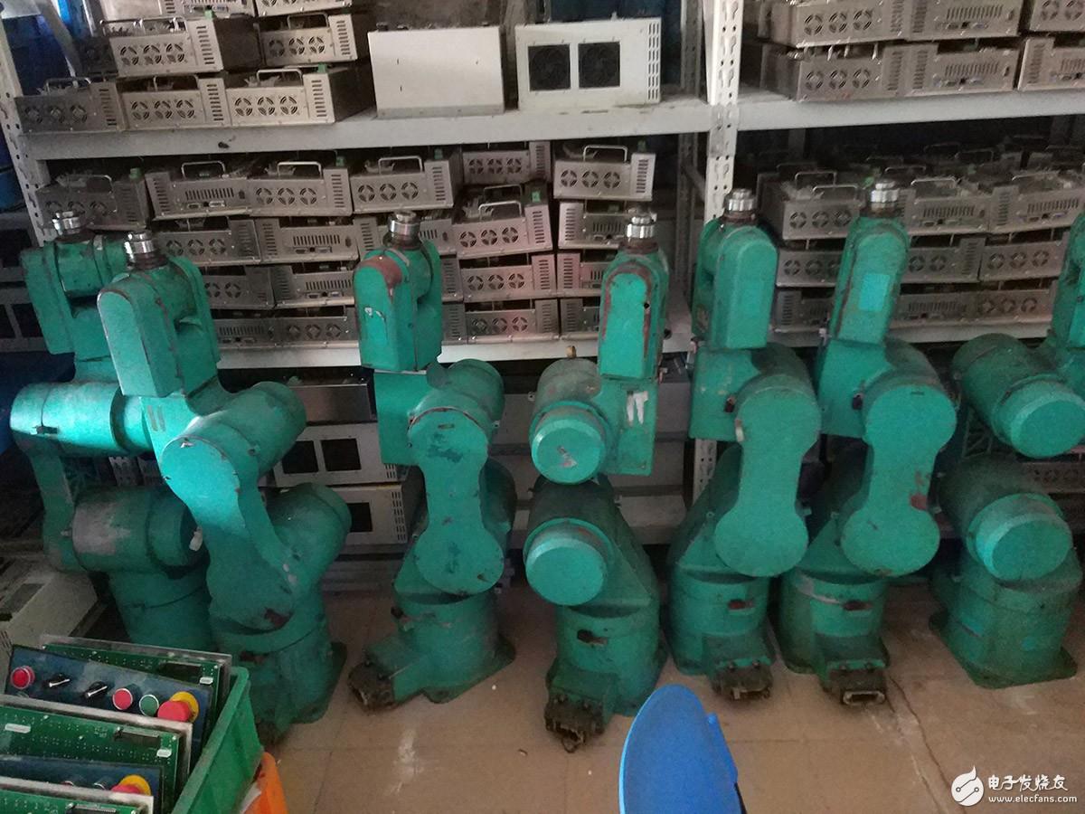 某工厂自己生产自己使用的六轴机器人修复与使用体会。