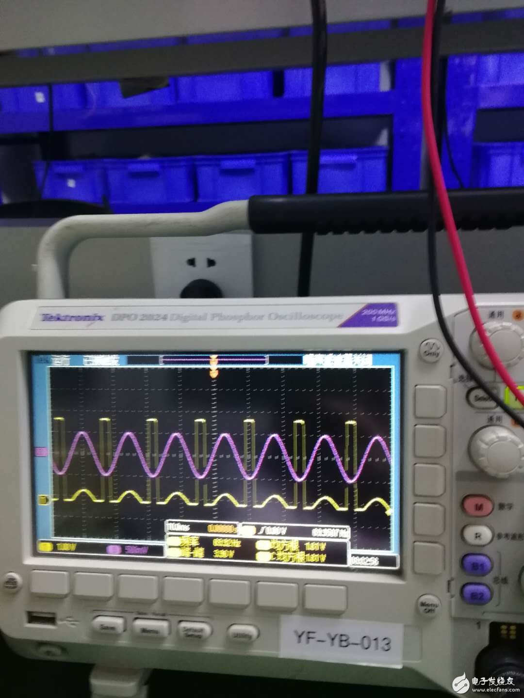 求助,一个关于LM358的做电压跟随器的问题,当大于这个值的时候电压输出很奇怪是 怎么回事?