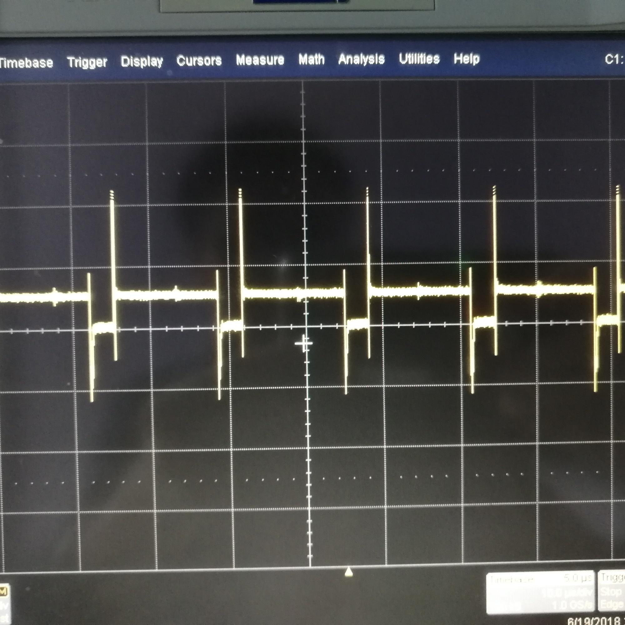 如何消除图中矩形波的尖刺