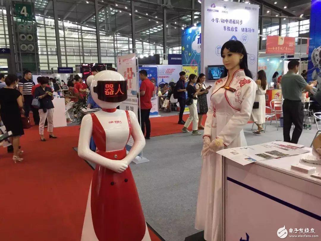 我叫小芳,一位来自机器人村的姑娘!