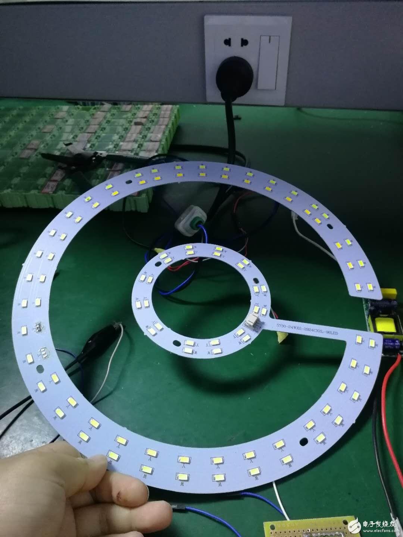 请问用一列1KHz的PWM波来控制一个LED灯盘的亮灭和强弱但是LED不稳定怎么解决?
