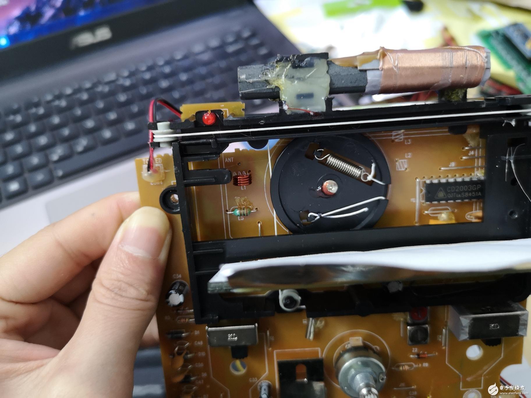 请问收音机里面带绳子的这个选台旋钮是什么元器件