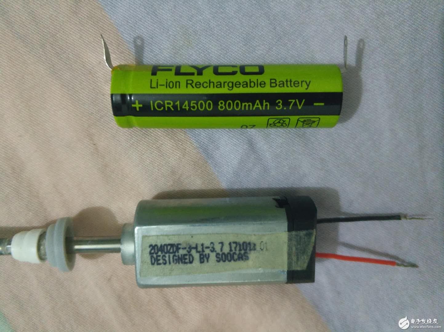 在電動牙刷上拆下3.7V的電機和3.7電池,牙刷的主板已壞,我想直連電機和電池但正負線用手接上后電機沒反應