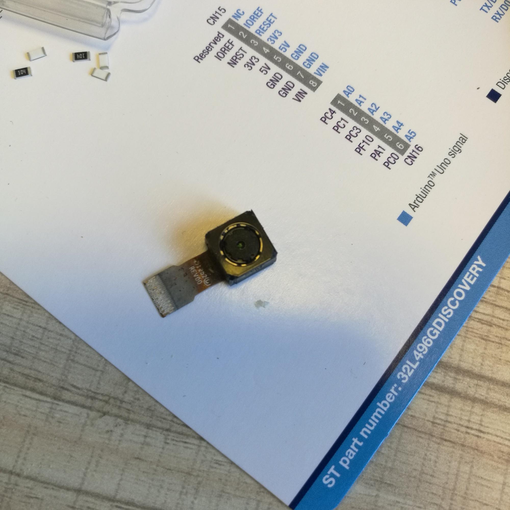 拆一个手机摄像头,为什么里面有个磁铁?
