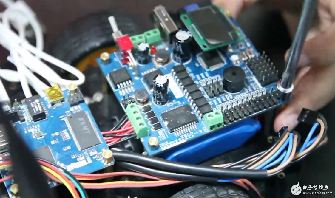 基于STM32-WiFi智能小车机器人开发