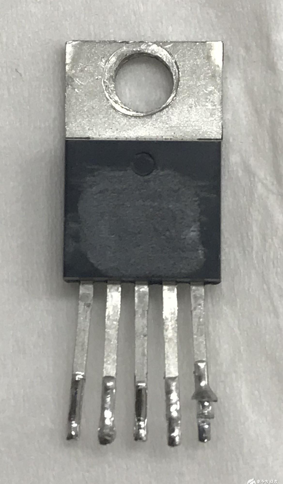 請求大神幫忙看看此芯片的型號?