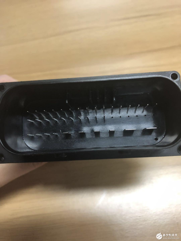 有无大神了解宝马S1000R的电子减震控制模块