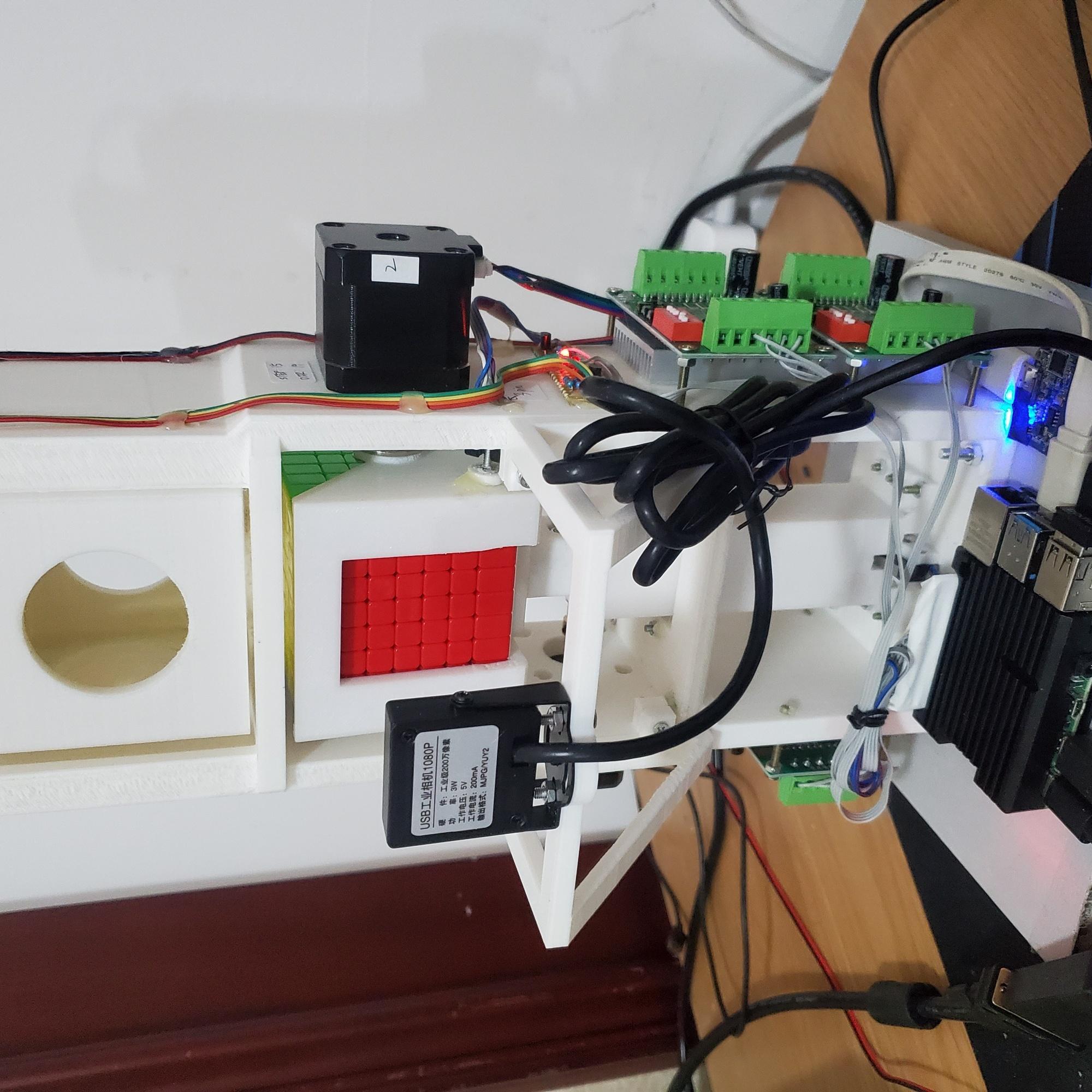 开源2个基于树莓派的魔方还原机器人