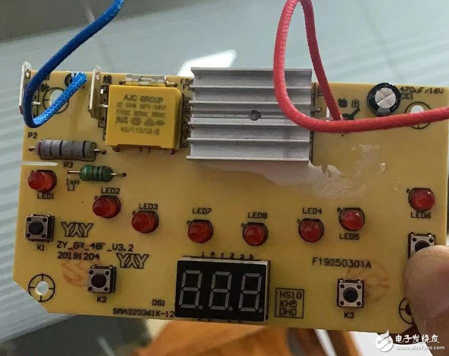 請問這種有數顯的電熱鍋IC型號誰知道呢?